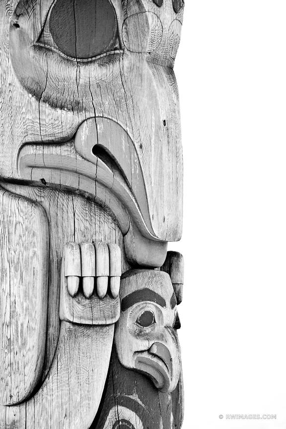 TOTEM POLE STEINBRUECK PARK SEATTLE WASHINGTON BLACK AND WHITE
