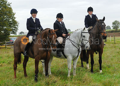 Followers at the meet - Cottesmore at Roundhills, Toft, 31-11-13