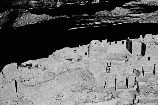 NATIVE AMERICAN ANCIENT CLIFF DWEELINGS MESA VERDE NATIONAL PARK COLORADO BLACK AND WHITE