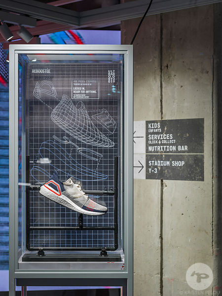Photographe Architecture Boutique Retail Paris - Adidas Ultraboost, Champs Elysée Paris. Photo ©Kristen Pelou