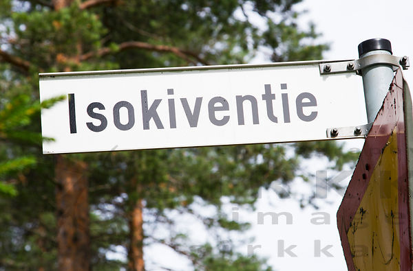 Road sign to Väätäjäniemi Glacial erratic, one of the Rokua Geopark sites