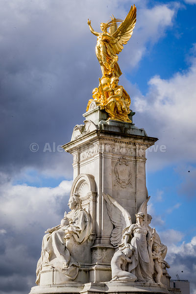 The amazing Queen Victoria Memorial by Buckingham Palace - glowing in the early morning sun