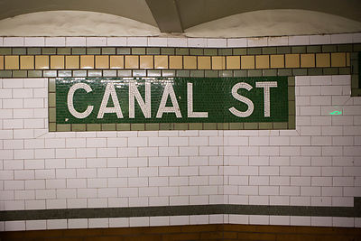Indication de la station de métro Canal Street à Manhattan New York, USA / Indication of the Canal Street subway station in M...