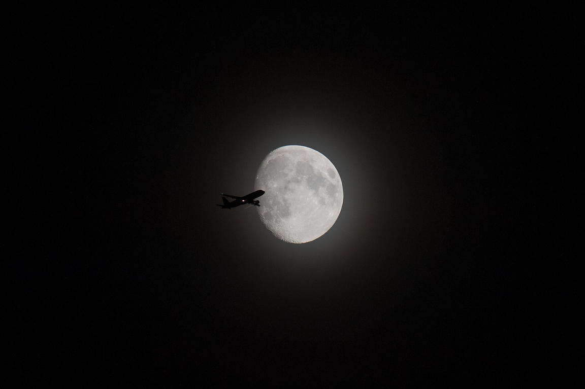 Airliner passing in front of the Moon