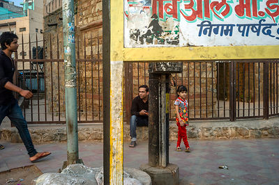 A Child And Her Father Wait Near The Kashmere Gate