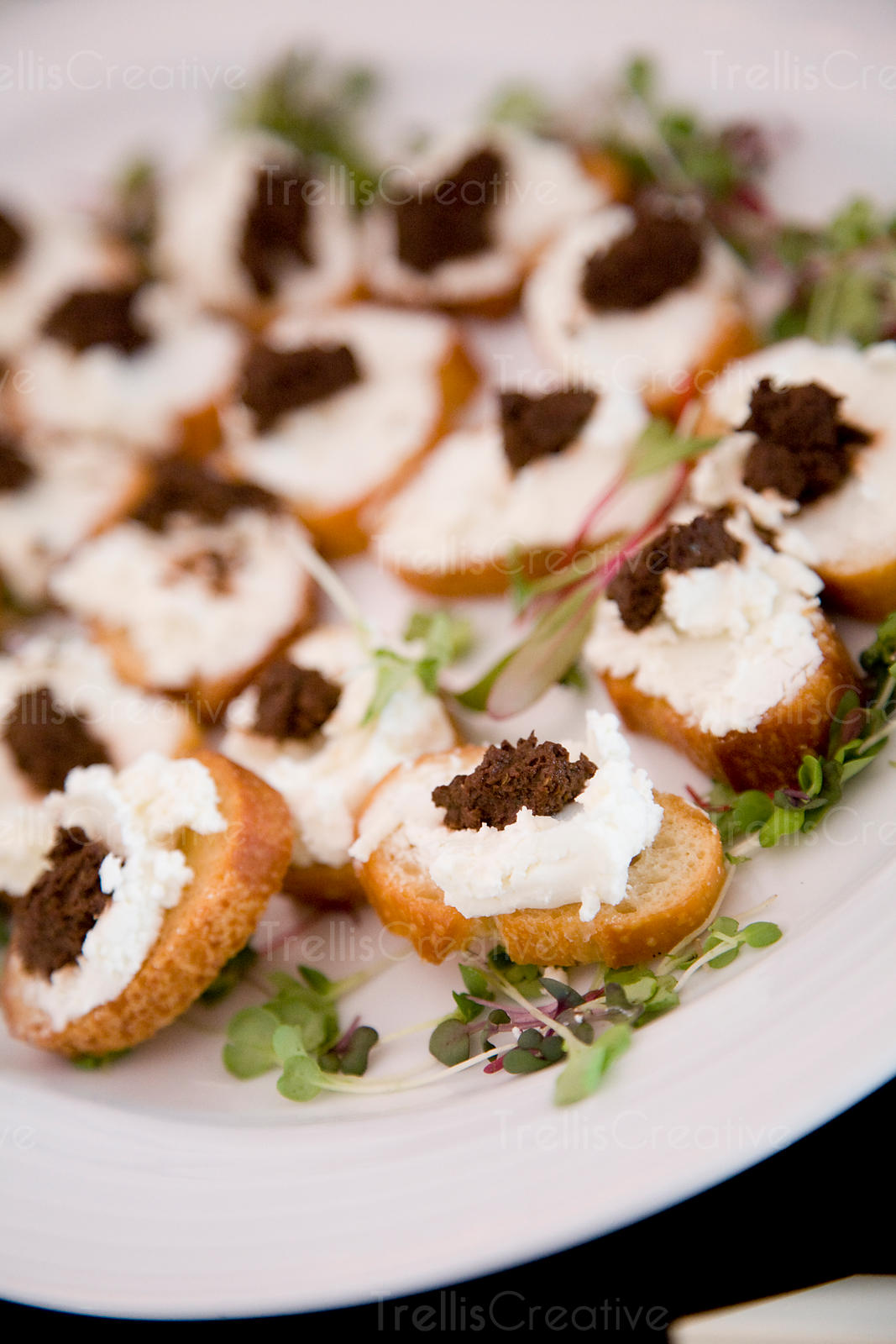 Crustini with goat cheese and fig tapenade