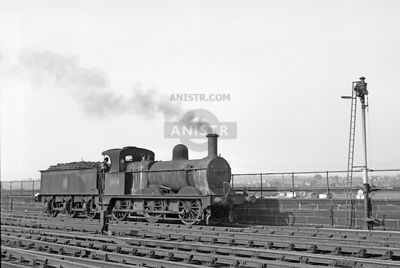 PHOTOS OF JOHNSON 2F CLASS 0-6-0 LMR STEAM LOCOS