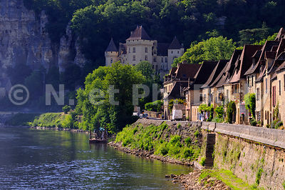 LA RIVIERE DORDOGNE, PERIGORD, FRANCE//France, Perigord, Dordogne, Traditional Boat On The Dordogne River