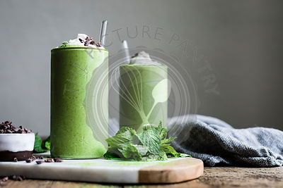 Matcha mint smoothie