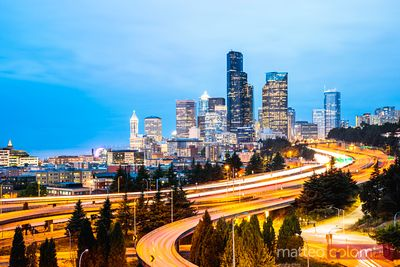 Skyline et Interstate au crépuscule, Seattle, Etats-Unis