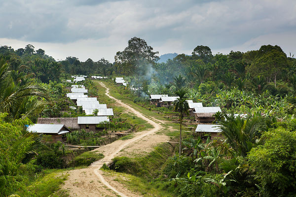 Government house given to the population and built along the future road linking Moara Siberut to Madobag to encourage famili...