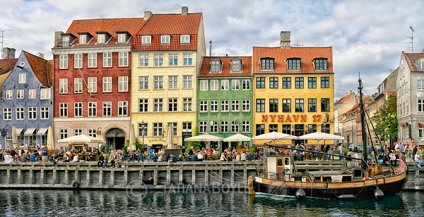 Regular day at Nyhavn | Denmark