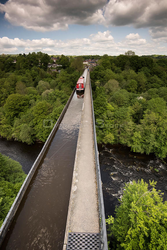 Pontcysyllte Aqueduct, built by Thomas Telford, carrying Llangollen Canal over River Dee, Wrexham, Denbighshire, Wales, UK, M...