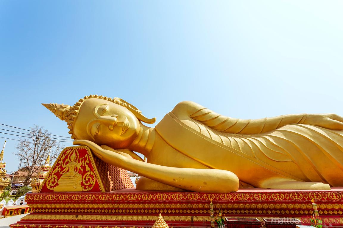 Statue inclinable de Bouddha, Pha That Luang, Laos