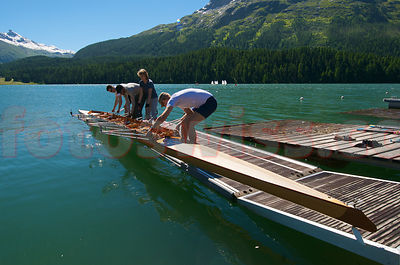 Photo Skiff on Saint St. Moritz Lake Summer View City blue Sky Mountains Foto