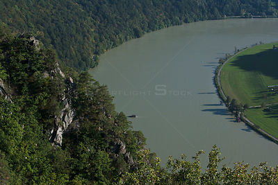 Looking down on bend of river Danube seen from Steinernen Felsen near Mannsdorf, upper Austria, Austria