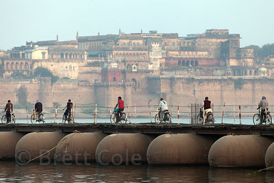 Pontoon bridge across the Ganges River, with Ramnagar fort in the background, Varanasi, India.