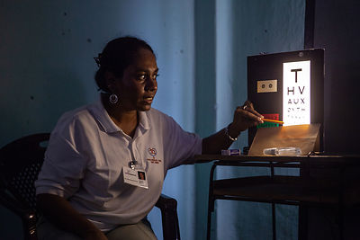 Eye-clinic-Pussellawa-Sri-Lanka-copyright-Rob-Johns_MG_3162