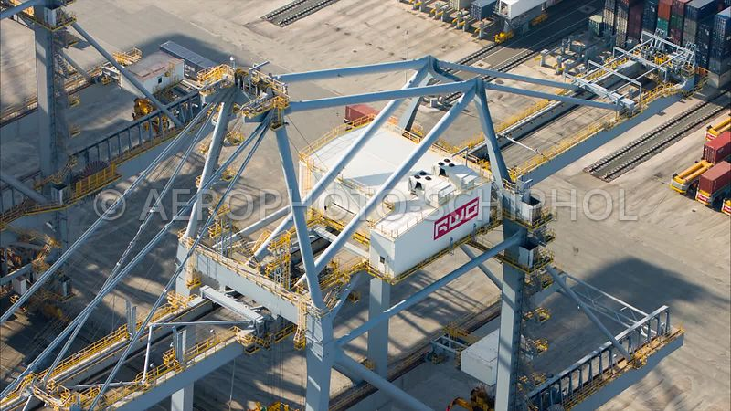 Close up van twee AGV  (Automated Guided Vehicles) op de Rotterdam World Gateway (RWG) Container Terminal, Rotterdam Harbour,...