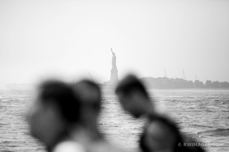 TRUE AMERICA - LAND OF HOPE: IMMIGRANTS NEW YORK MANHATTAN STATUE OF LIBERTY NEW YORK CITY BLACK AND WHITE