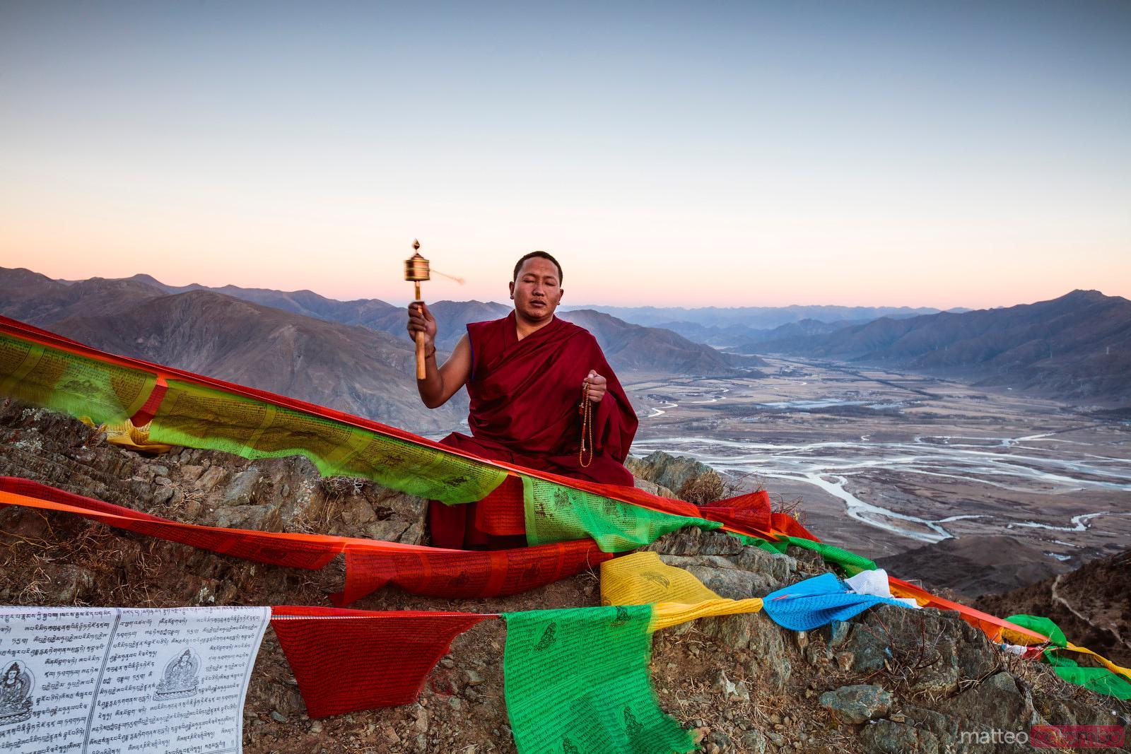 Matteo Colombo Travel Photography | Buddhist monk praying ...