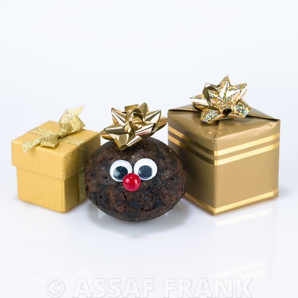 Christmas puddings with face and gift boxes