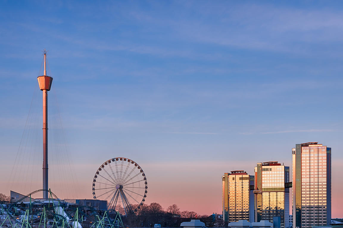 Liseberg and Gothia Towers against a pink sky