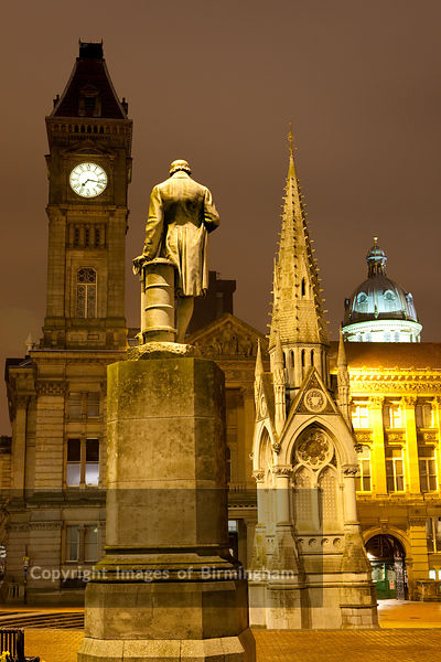 Chamberlain Square showing the Chamberlain memorial, statue, council house.  Birmingham City Centre, Birmingham, England