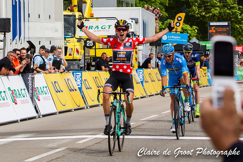 Koen Bouwman celebrating as he crosses the finish line
