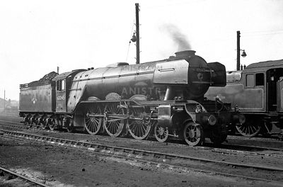 PHOTOS OF EX-LNER A3 CLASS 4-6-2 STEAM LOCOS