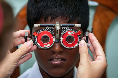 Eye-clinic-Pussellawa-Sri-Lanka-copyright-Rob-Johns_RJ_7760