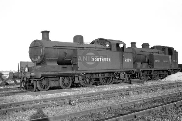 PHOTOS OF I1X CLASS 4-4-2T SR STEAM LOCOS