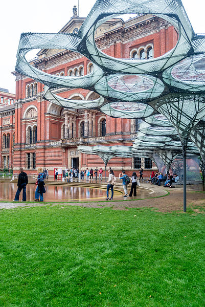 Victoria and Albert Museum- Outdoor Sculpture (Vertical)