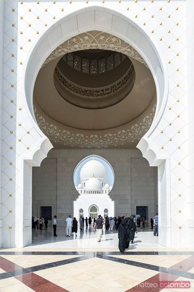 United Arab Emirates, Abu Dhabi. Entrance to Sheikh Zayed Grand Mosque