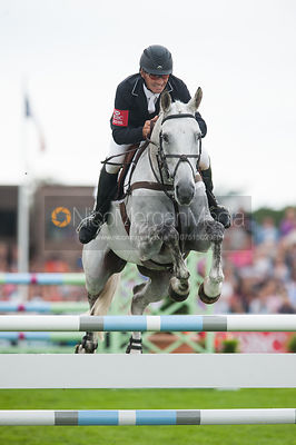 Andrew Nicholson and Avebury, Show Jumping, Land Rover Burghley Horse Trials, 2nd September 2012.