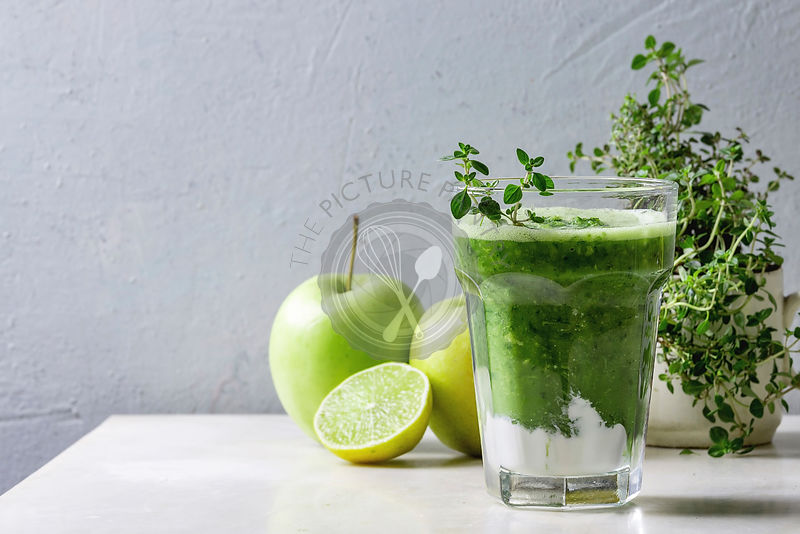 Green spinach apple smoothie