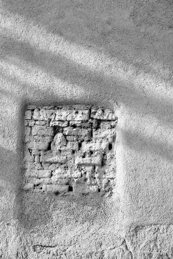 ADOBE BUILDING WALL OLDEST HOUSE SANTA FE NEW MEXICO ARCHITECTURE BLACK AND WHITE VERTICAL