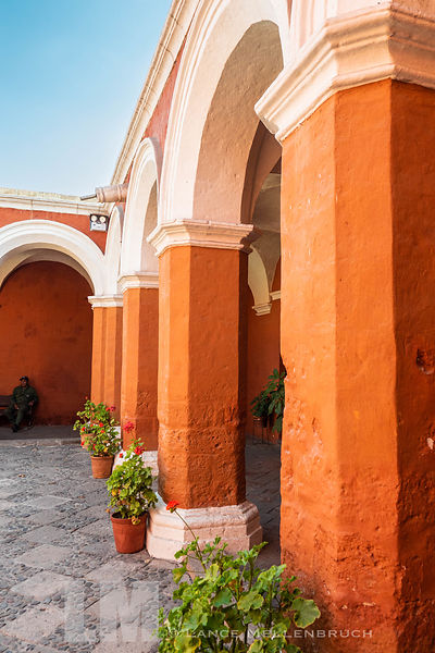 Arches around courtyard at Monasterio de Santa Catalina