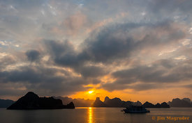 Sunrise on Ha Long Bay