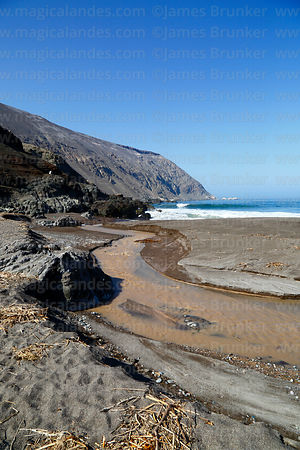 Punta Camarones and River Camarones flowing into Pacific Ocean at Bahia Camarones, Region XV, Chile