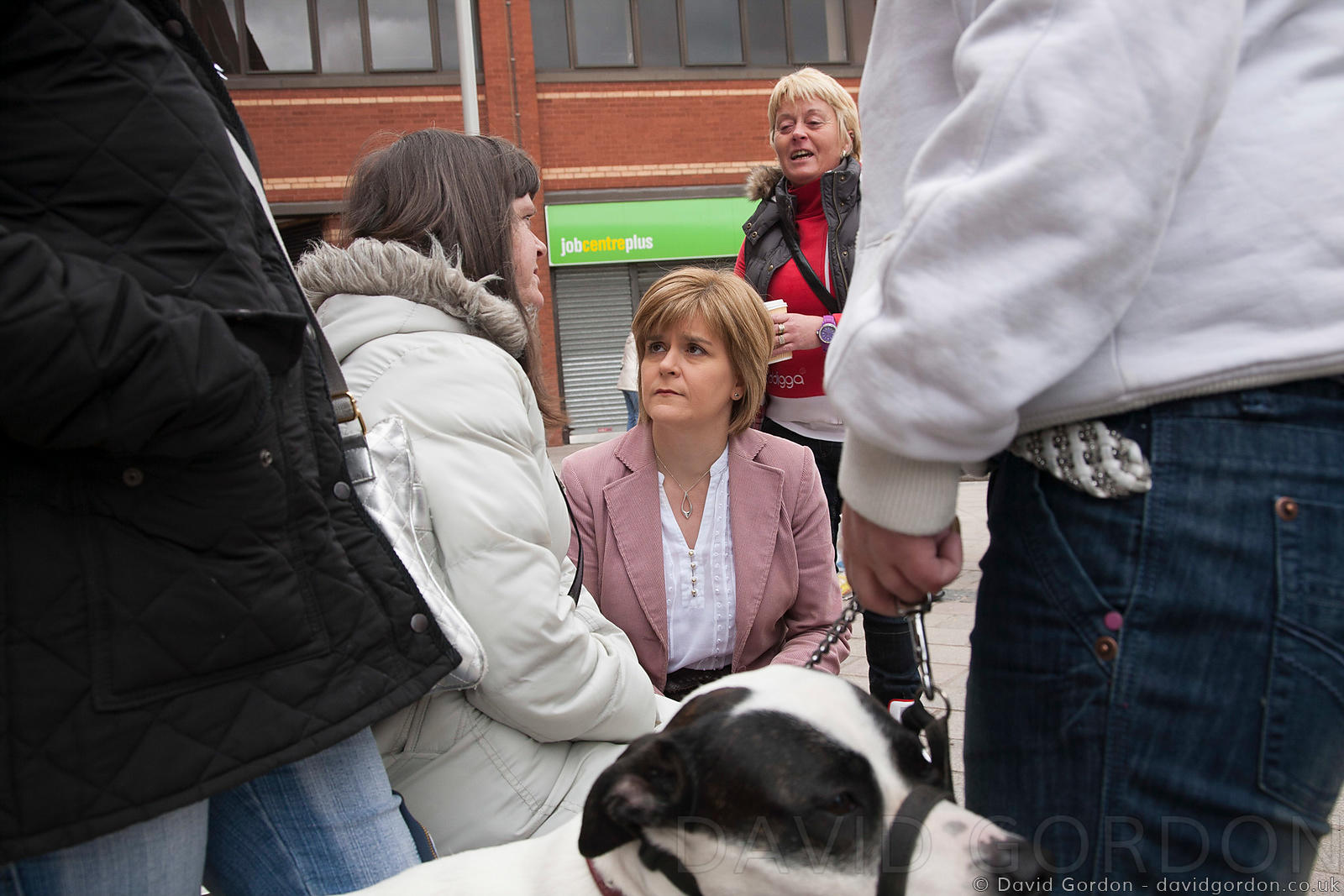 Nicola Sturgeon talks with local women in Govan.