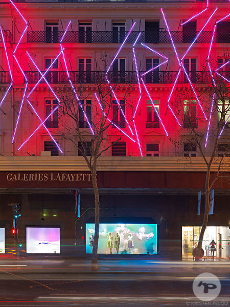 Retail architecture photographer, MO & Co Pop up store and windows at Galeries Lafayette Haussmann, Paris France. Photo ©Kris...