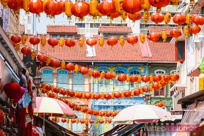 Street view and chinese lanterns, Chinatown district, Singapore