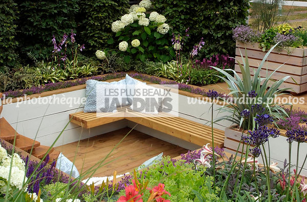 Bench, Border, Border with flowers, garden designer, Garden furniture, Perennial, Resting area, Small garden, Terrace, Urban ...