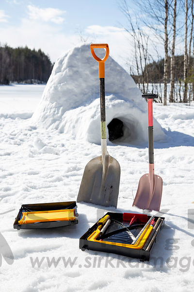 Icebox Igloo building tool  and igloo