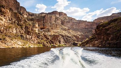 Boat Wake on Canyon Lake in Arizona