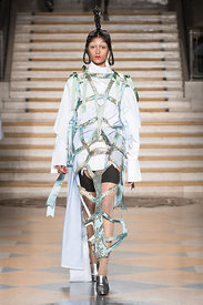 London Fashion Week Autumn Winter 2018 - Dilara Findikoglu