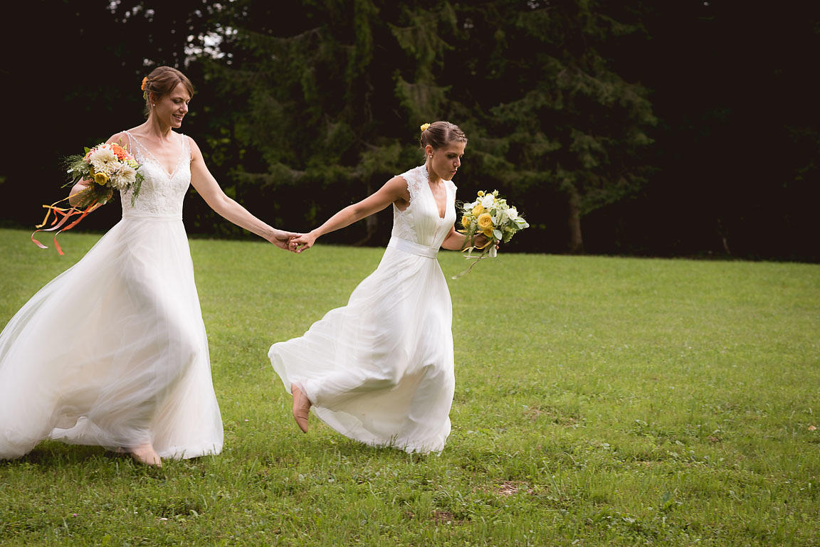 Sarah and Laurie's wedding in Jura, France