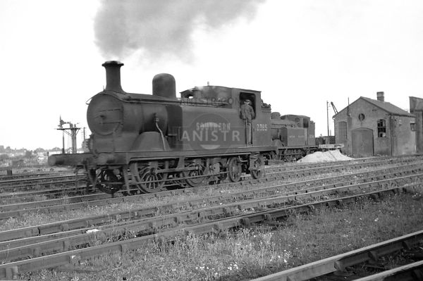 PHOTOS OF D3 CLASS 0-4-4T SR STEAM LOCOS