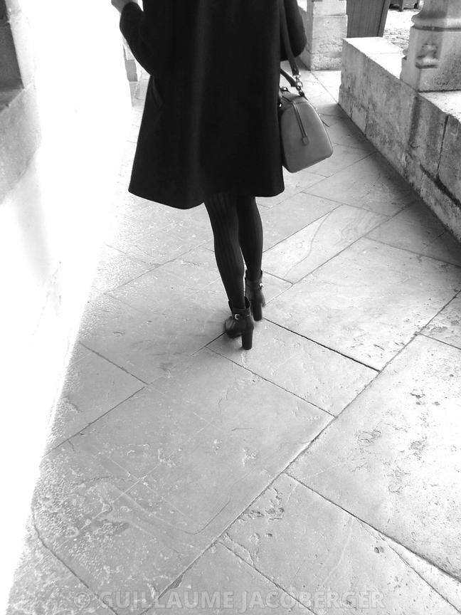 Girl_walking__BW_1